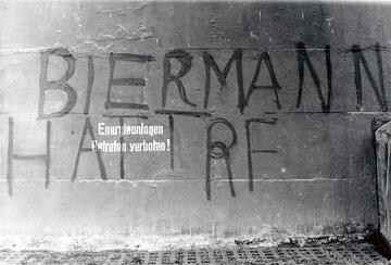Unvollendetes Graffiti zur Ausbürgerung Wolf Biermanns