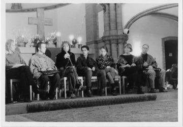Gesprächsrunde im Chorraum der Gethsemanekirche