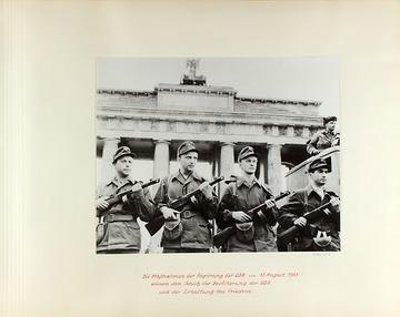 Fotoalbum von Erich Mielke zum Mauerbau in Berlin