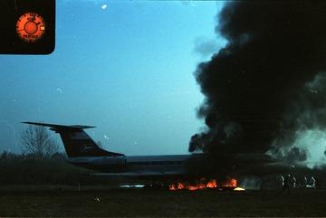 Feuerlöschübung am Passagierflugzeug Tupolew Tu-134