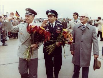 Empfang Sigmund Jähns in der DDR