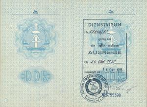 Eingezogener Reisepass Wolf Biermanns mit Ausreisevisum