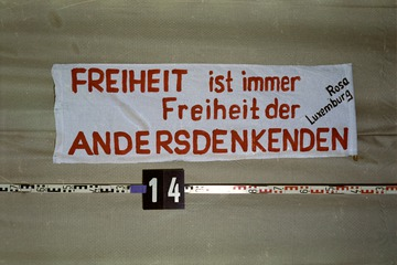 Beschlagnahmte Transparente von der Liebknecht-Luxemburg-Demonstration 1988