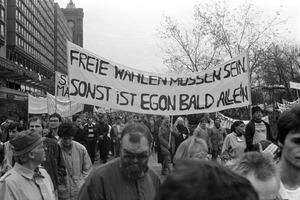 Kundgebung gegen staatliche Gewalt und für Meinungs- und Versammlungsfreiheit am 04.11.1989 in Berlin-Mitte