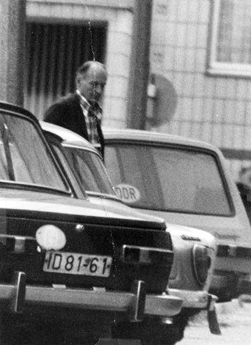 Überwachungsfoto von Robert Havemann auf der Straße