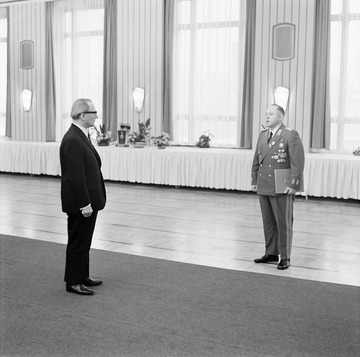 """20. Jahrestag des Ministeriums für Staatssicherheit in """"Haus 22"""" während der Grippepandemie 1970"""