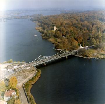 Luftbilder der Grenze an der Glienicker Brücke