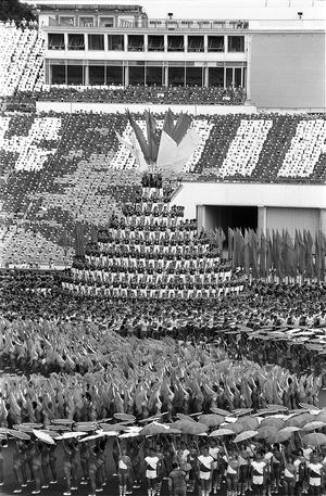 Bilder-Serie von der Eröffnung des VIII. Turn- und Sportfestes in Leipzig 1987