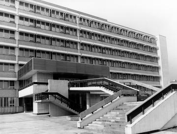Außenaufnahmen des Stasi-Krankenhauses Berlin-Buch