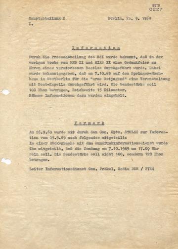 Information zu einem Konzert auf dem Axel-Springer-Hochhaus