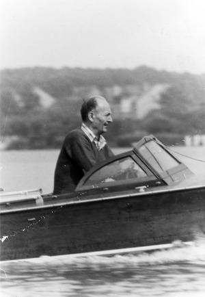 Robert Havemann in seinem Boot auf dem Möllensee in Grünheide