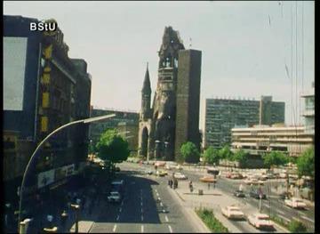 Kamerafahrt mit einem PKW durch West-Berlin