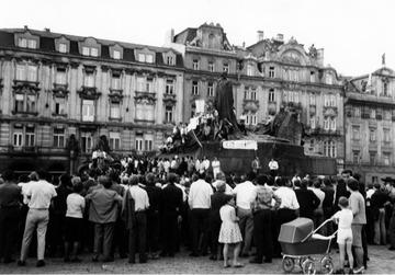 Demonstration des Schriftstellerverbandes derČSSR auf dem Altstädter Ring in Prag