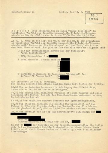 Bericht über Dreharbeiten zu einem James Bond-Film am Checkpoint Charlie