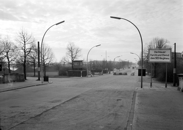 Fotodokumentation des Grenzübergangs Invalidenstraße in Ost-Berlin nach dem Mauerbau